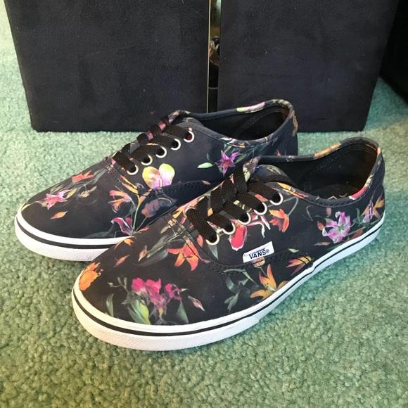 34a081a76f2979 Vans Shoes